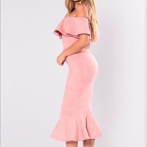 Dresses & Skirts - ⬇️🔥⬇️NWT Dusty pink off the Shoulder dress. M